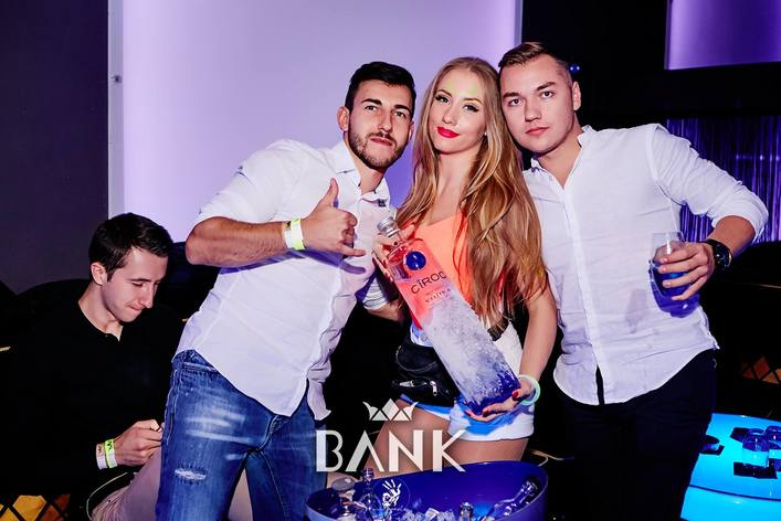 Photo gallery of Neon Party at Bank Club in Warsaw on 30.09.2017.